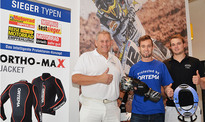 Weltklasse Motocrossfahrer Max Nagl mit High-Tech Knieorthese